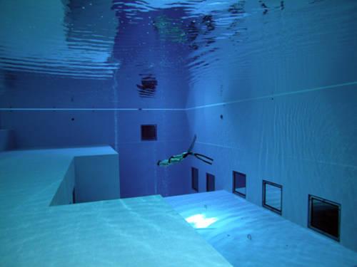 Un edificio per immersioni.Altre foto.via www.nemo33.com