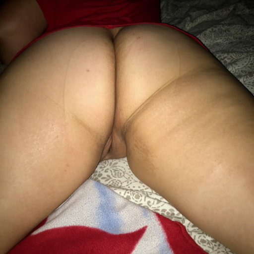 sexycoupl2011:  sexycoupl2011:  Everyone loves this thick tight