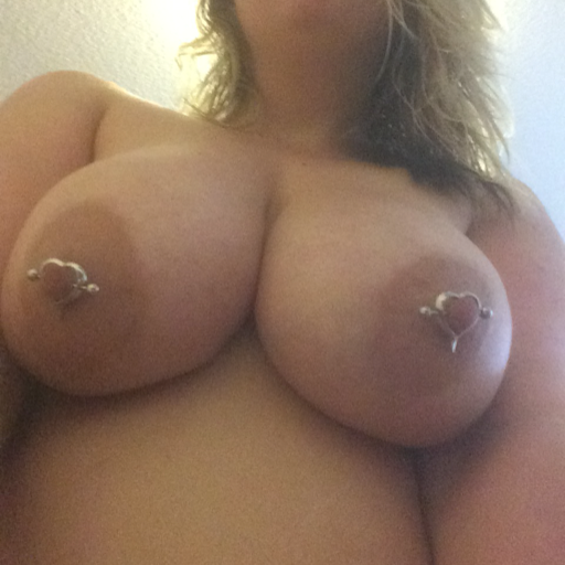myla-starr:  Made it passed 1k followers! It's been a sexy