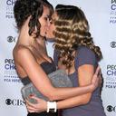 sisters-kissing