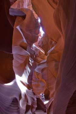 piavalesca:  lower antelope canyon.put it into perspective.