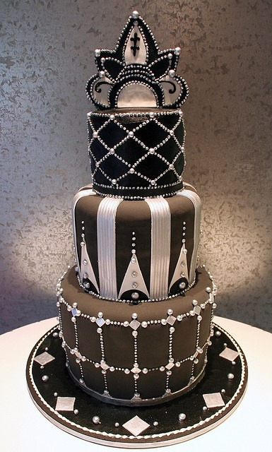 so-treu:  velvetcyberpunk:  Black Silver Art Deco Wedding Cake  that shit is cooooooooool  All kinds of yes to this!