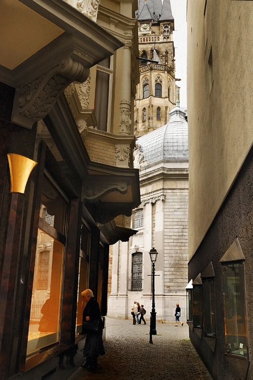 dreamingofdeutschland:  euro_photos: Aachen, Deutschland on We Heart It - http://weheartit.com/entry/602862/via/karlie_n Hearted from: http://community.livejournal.com/euro_photos/256564.html