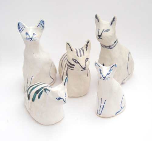 jada111:  Ceramic cats by Kaye Blegvad. | Animal Kingdom.