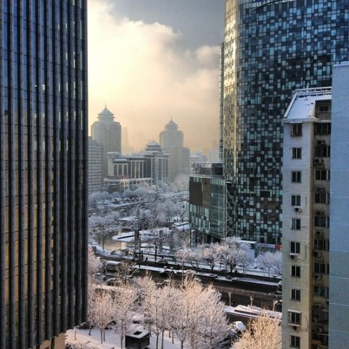 (via #BeijingSnowWSJ Photos: Readers Record Beijing's Spring Snow - China Real Time Report - WSJ)