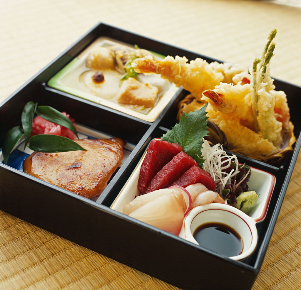 everybody-loves-to-eat:  bento box.