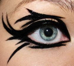 beautylish:  Sam K. has some fun with eyeliner!