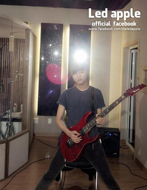 130430 [FB] In the end of hard practice, seems like the guitar playing technique is glittering!!!!Don't you wonder~~~~ ^~^