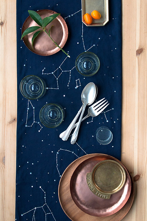 dreamalittlebiggerblog:  This French knot embroidered constellation table runner is so interesting. Can you imagine what a conversation starter it would be at your next hosted dinner? Full DIY.