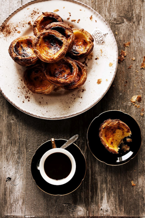 weeheartfood:  Ingredients: 12 Pastel de nata 450g puff pastry For the cream: 5 dl cream 200 g sugar 8 egg yolks (I used homemade egg) 2 tbsp plain flour 1 lemon peel  With coffee. Always a treat :D