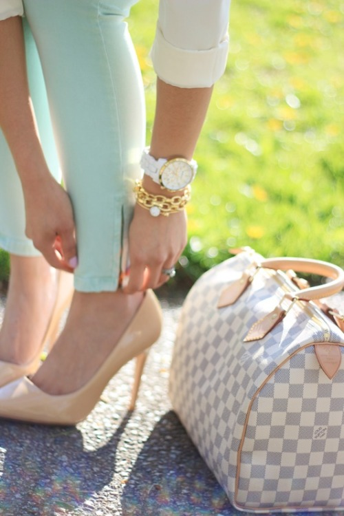 arm party + mint + nude heels + LV = great.