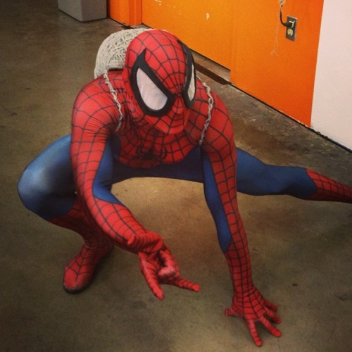 Ran into the Friendly Neighborhood #spiderman at @bigwowcomicfest today! #webslinger #cosplay #bigwow #marvel #superheroes