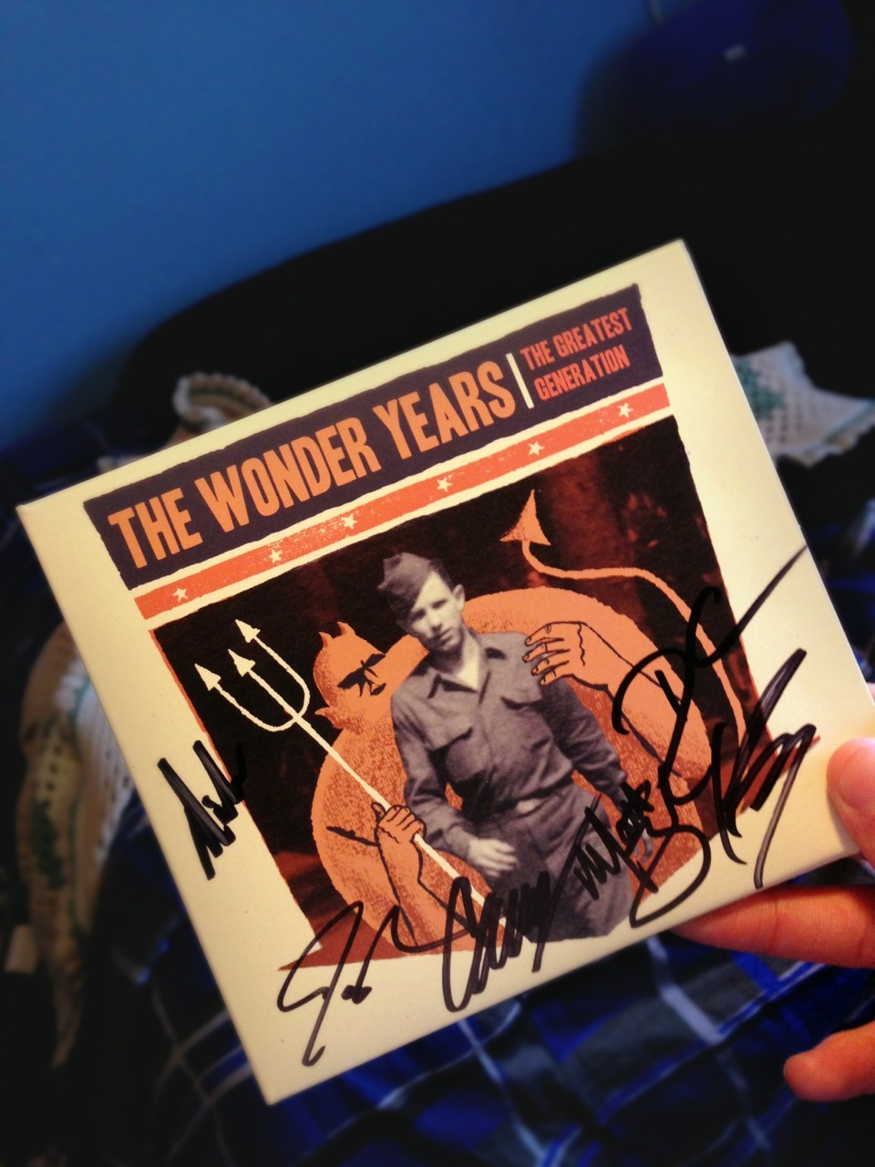 the-b0y-who-could-fly:  i just met the wonder years and got this signed by them kajshbdfkaofl