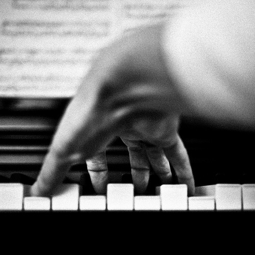 Le pianiste by Benoit Courti in case you didn't think the piano could be intimate // alicefine:pushthemovement