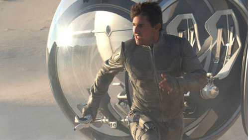 Tom Cruise guns down drones in new Oblivion trailer: watch now Oblivion has released a new trailer online, giving fuller impression of the plot of the sci-fi that's cast Tom Cruise as something of a WALL•E figure…