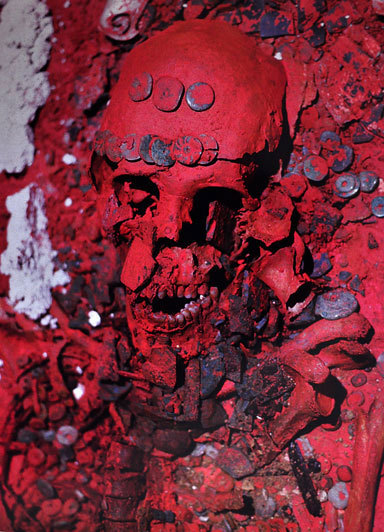 PALENQUE'S RED QUEEN The skeletal remains of the so-called 'Red Queen', the enigmatic individual discovered at Palenque, in Mexico, are being scientifically analysed using a number of techniques. It is still unclear whether the Red Queen who died 1,300 years ago, was the wife of Pakal II or if she was a ruler of the ancient Mayan metropolis once known as Lakamha (place of the big waters). In a recent interview Lourdes Muñoz explained that before the remains of the Red Queen were returned to Palenque, in June 2012, they managed to extract a collagen sample from one of her vertebrae for further studies. Javiera Cervini, a specialist in geochemistry at Universidad Autónoma de Madrid, examined the sample and was convinced that the preservation of the collagen fibres from the vertebrae was good enough to progress and attempt to extract DNA. Although it's not the first time that the Red Queen's remains have been subject to study, this recent investigation  is also utilising DNA mitochondrional examination to provide new information about this mysterious figure in Mayan history. The tombs of both the Red Queen and Pakal II are the largest and most elaborate of all those discovered in the ancient Mayan city of Palenque. Both have been archaeologically dated by the type of ceramic offerings found in both – to between 600 and 700 CE.    Amazing picture. Read more here!