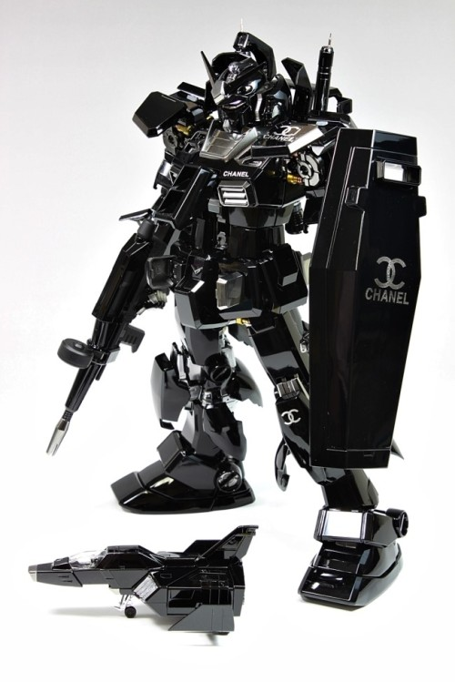 gunjap:  PG 1/60 RX-78-2 Gundam Ver.Chanel: Modeled by SunyBuny. Full Photoreview Big Size Imageshttp://www.gunjap.net/site/?p=133638