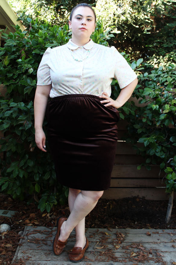 Plus Size Vintage Brown Stretch Velvet Pencil Skirt (Size 1X) - $25  <— New in Store!