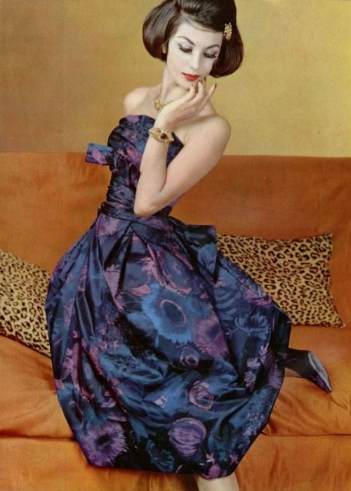 theniftyfifties:  Model wearing a gown by Lucile Manguin for L'Officiel, 1959. Photo by Philippe Pottier.