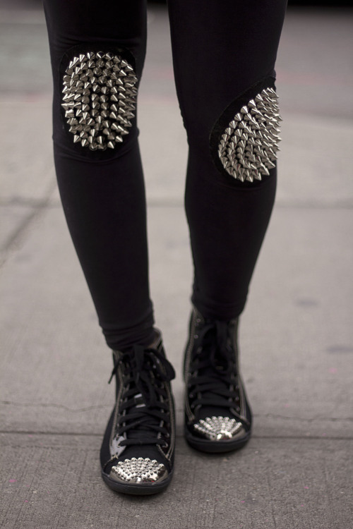 aagdolla:  Spikes on the knee