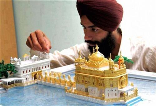 khalsa-mero-roop-hai-khaas:  Awesome model of darbar Sahib