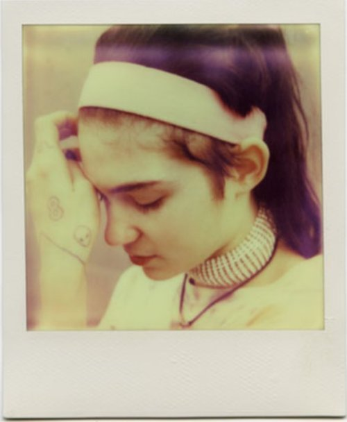 grimes-claireboucher:  Grimes in SRC783, issue onephotographer : Gen Kay