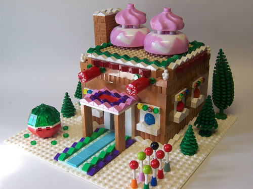 LEGO Gingerbread House Created by Matt Armstrong / monsterbrick