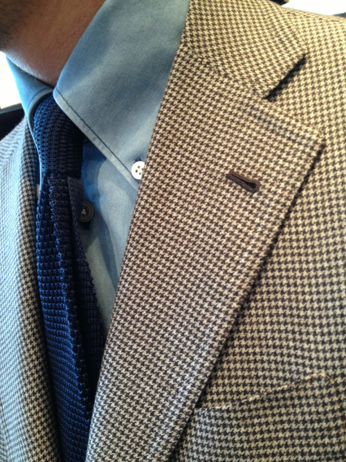 - Jacket by La Vera Sartoria Napoletana - Shirt by Kiton - Knitted tie by Pauw Mannen -
