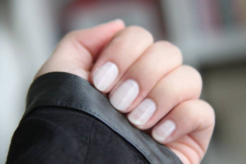 fr-ag-ile:  white nails  I've seen this on many more blogs and I really really liked it. I already did it once, but…  View Post