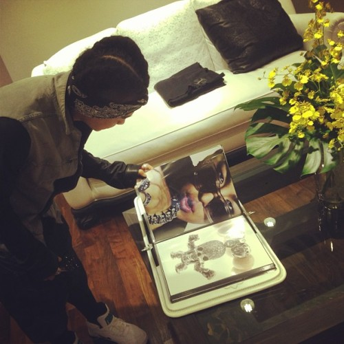"ygfamilyy:  GD: ""Youngbae is looking at Youngbae @realtaeyang #chromehearts store in taipei""   Translated by: big_seunghyun@twitter.com"