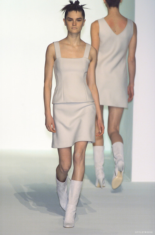 RUNWAY LOVE: White modernity @ Hugo Boss.