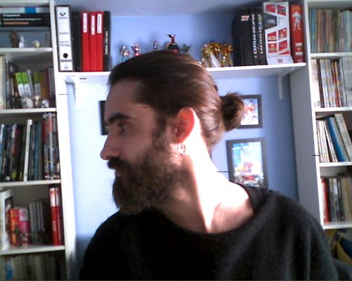 soy-ivan-g:  beard and bun