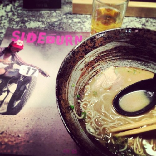 My evening entertainment. #sideburnmagazine #ramen #beer  (at Shoku Ramen-ya)