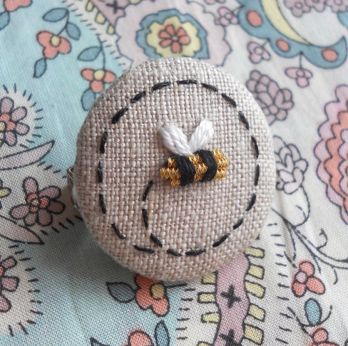 Gold Bee Brooch on Flickr.Via Flickr: Teeny tiny, goldwork bee brooch Blogged - themasonbee.blogspot.co.uk/2013/01/gold-bees.html
