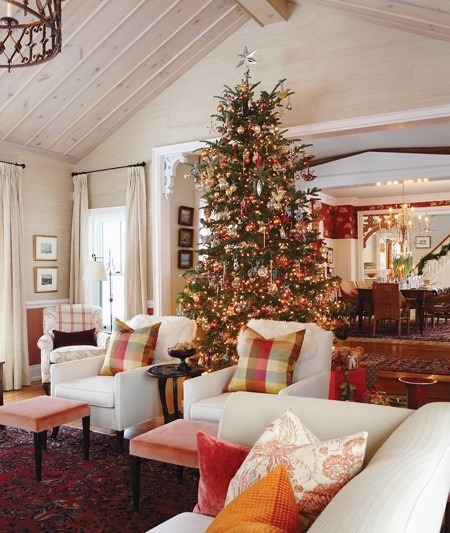 coffeepearlsandpoetry:  Sarah Richardson's farm house during Christmas