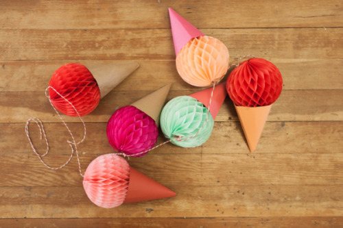 artpixie:  (via Ice Cream Cone Garland DIY)  ice cream♪