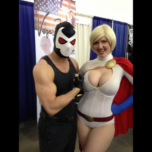 Met @vegaspg who was cosplaying as Power Girl.   #dc #comic #comics #bane #batman #powergirl #cosplay #cosplayer #convention #bigwowcomicfest #bigwow  #livingichigo