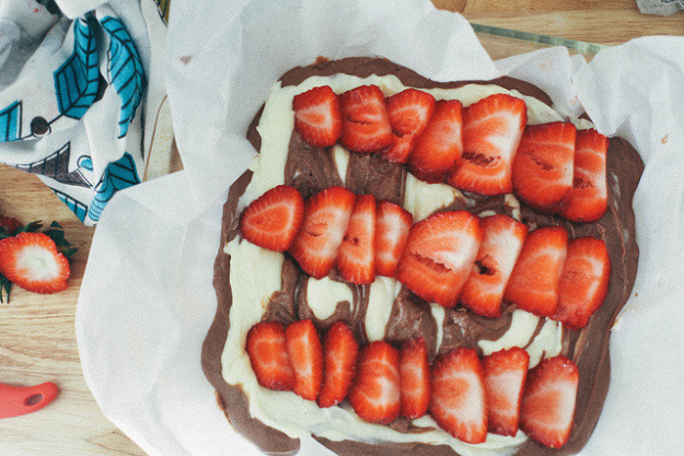 Mint Brownies with Cream Cheese and Strawberries
