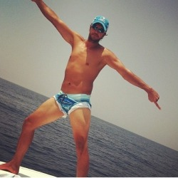 rednckpornstar:  Luke Bryan photo of the day for May 5. I don't even know.