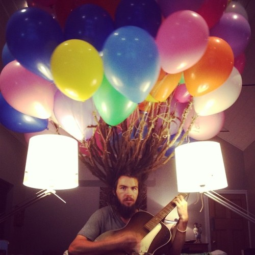 laughingsquid:  Bearded Man Tied Hellium-Filled Balloons to His Dreadlocks, Then Cut Them To Support the Leukaemia Foundation