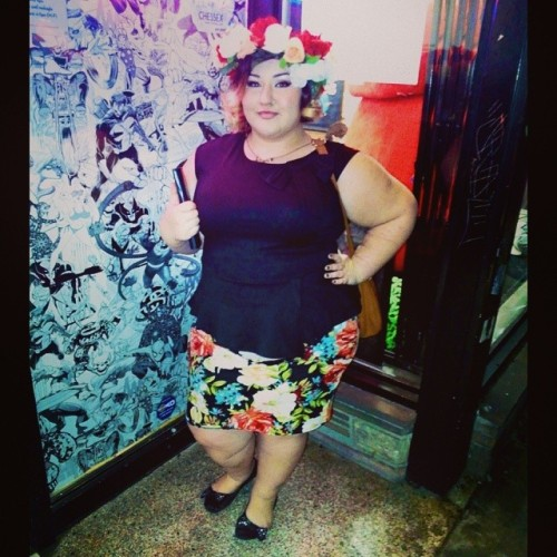 Just short and fat and floral #effyourbeautystandards #honormycurves #fatinthestreets #fat #plucky