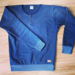 workingmans-blues:  Lee101 Placket Sweat #lee101 #indigo #bleach #dye #menswear #mensfashion (bij HMS De Arbeider)