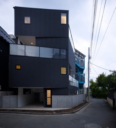 "Architects: KINO Architects Location: Tokyo, Japan Architect In Charge: Masahiro Kinoshita Area: 31.12 sqm Year: 2010 Photographs: Daici Ano… In Tokyo where building density is high both the ""Geographical map"", defining the undulating land, and ""Town planning and zoning regulations"""