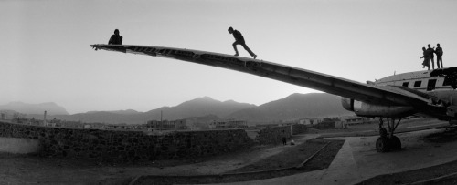 luzfosca:  Ivan Sigal Kabul, Afghanistan, 2002 From A White Road and an Ambiguous Narrative