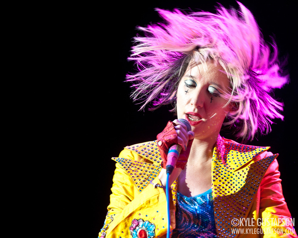 leafblower:  Karen O of the Yeah Yeah Yeahs performs at the 2013 Sweetlife Festival. More photos here: http://kylegustafson.com/2013/05/photos-yeah-yeah-yeahs-sweetlife-festival/
