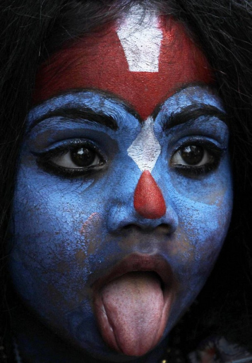 awkwardsituationist:  (top) girl dressed as the hindu god kali in amritsar, april 19 2013. photo pal singh. (middle) girl dressed as krishna in mumbai for janmashtami, 9/1/10 photo rajanish kakade. (bottom) girl dressed as kali in mumbai for gudi padwa, april 11, 2013. rajanish kakade   Beautiful!