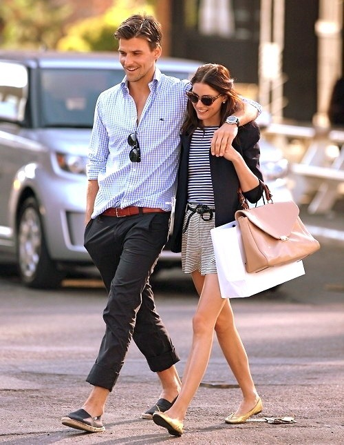 Johannes Huebl accessorising this chinos look with his lovely lady, Olivia Palermo.
