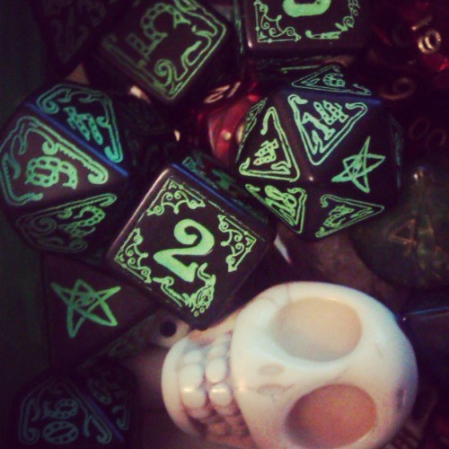 New Call of cthulhu dices and skull ; )