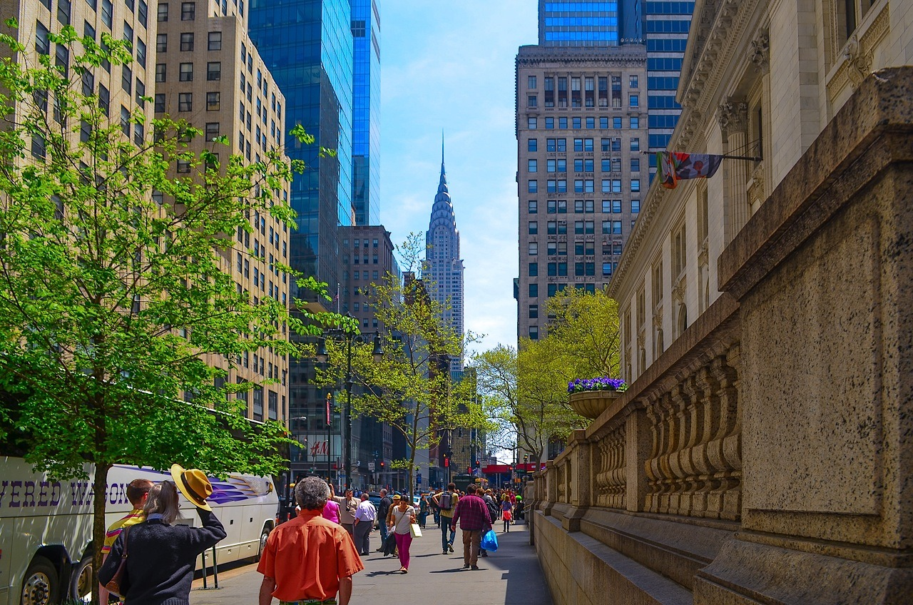 nycdailypics:  gorgeous day in New York City: @42nd Street & Fifth Avenue.