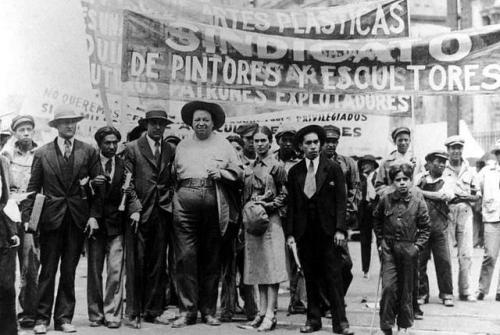 fuckyeahmarxismleninism:  Diego Rivera and Frida Kahlo march with fellow artists on May Day in Mexico City, 1929.
